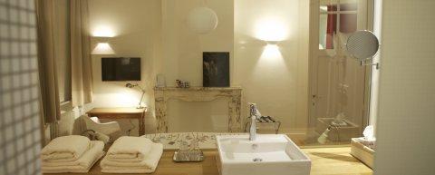 Chambre Bruxelles authentique avec toilette privée